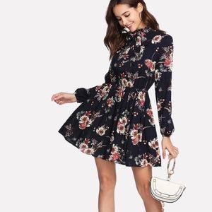 Dresses & Skirts - NWT Floral Print Dress